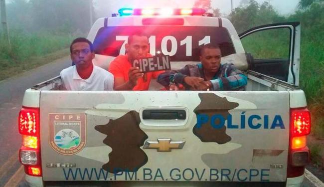 Os policiais encontraram munição e colete a prova de bala no carro do trio - Foto: Divulgação I Polícia Militar