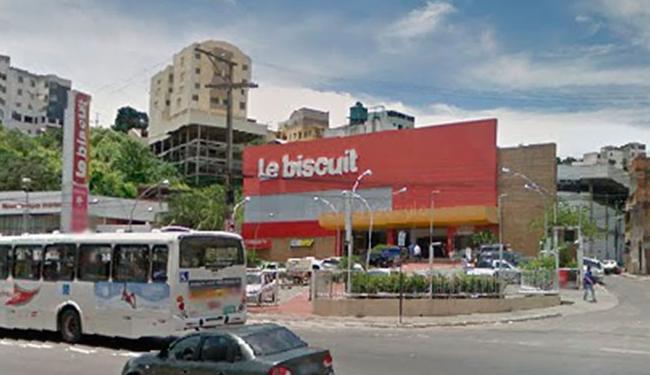 Bandidos detonaram caixa eletrônico dentro da Le Biscuit - Foto: Reprodução   Google Maps