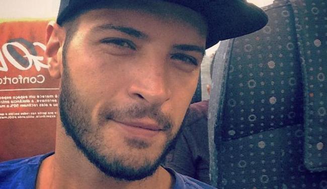 Leandro posou apenas com uma rede de pescador envolvendo o corpo - Foto: Reprodução | Instagram
