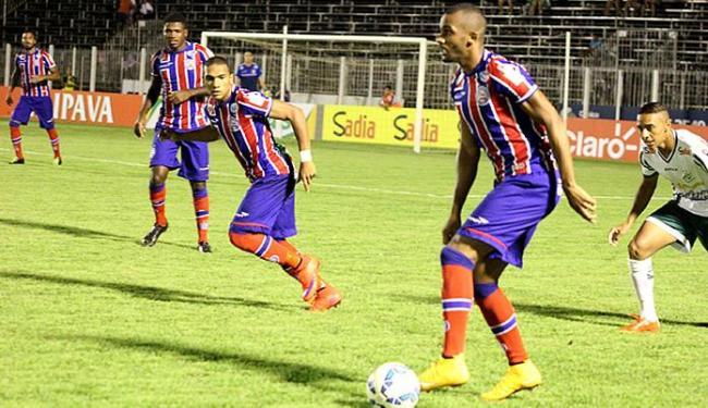 Patric conduz o tricolor a mais um jogada ofensiva - Foto: Marcos Rigo l Futura Press l Folhapress