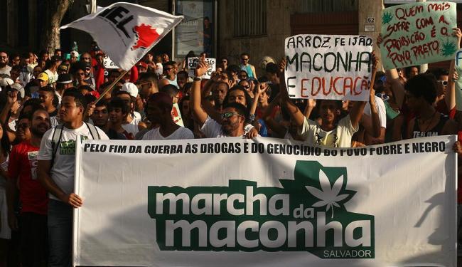 Marcha reuniu cerca de 300 pessoas - Foto: Lúcio Távora | Ag. A TARDE