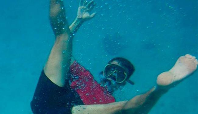 Mergulhador foi surpreendido por ataque de tubarão - Foto: Yves Berthelot | Reprodução | Facebook