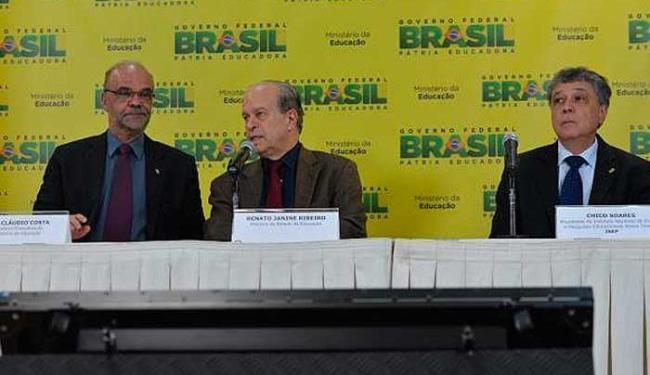 O ministro da Educação disse que o reajuste equivale à inflação desde 2004 - Foto: Valter Campanato/Agência Brasil