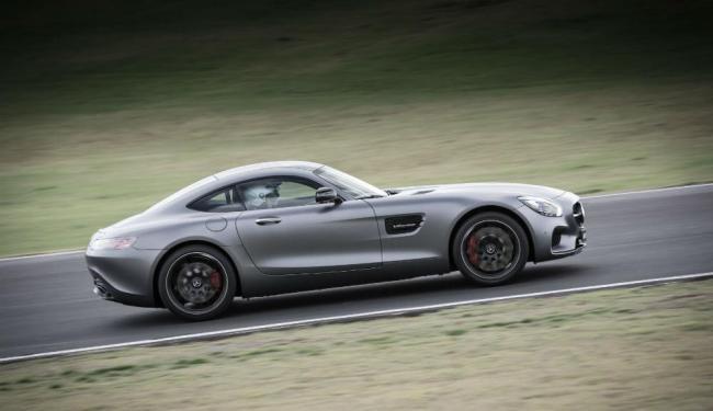 O novo esportivo rivaliza com o Porsche 911 Sport - Foto: Divulgação Mercedes-Benz