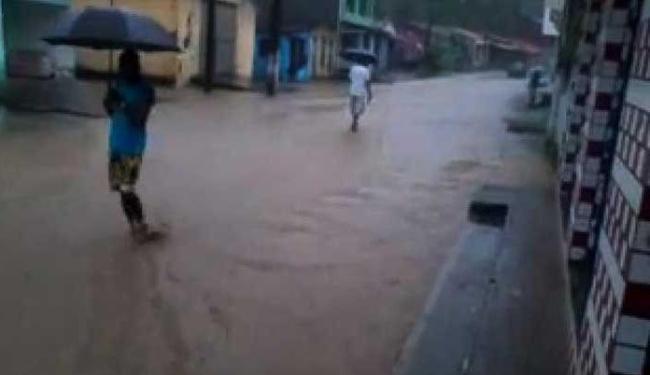 Forte chuva atingiu Nazaré na manhã desta segunda - Foto: Reprodução | Youtube