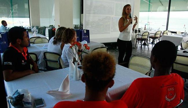 Nicole Saback, do Yacht Clube, apresenta a competição em coletiva - Foto: Edilson Lima l Ag. A TARDE
