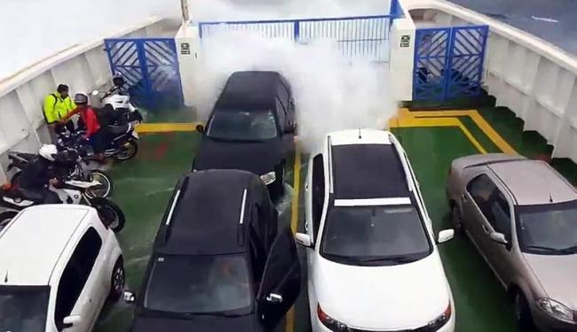Passageiros ficaram assustados com o mar revolto - Foto: Reprodução | Vídeo