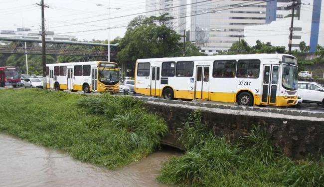 Ônibus circulam desde às 4h da manhã - Foto: Edilson Lima | Ag. A TARDE