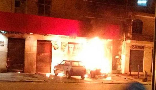 Incêndio após assalto em mercado no Pero Vaz - Foto: Foto do Leitor | Cidadão Repórter