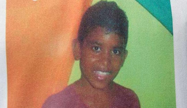 Garoto voltava da escola quando foi atingido por uma bala - Foto: Adilton Venegeroles | Ag. A TARDE