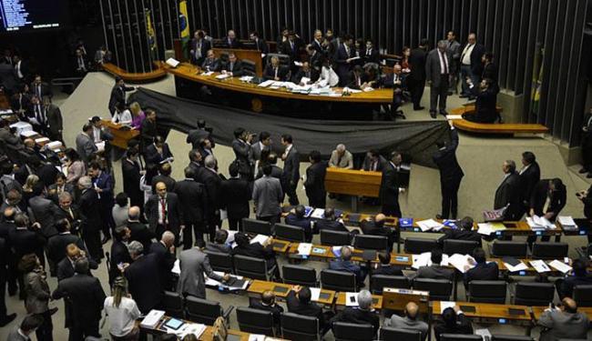 Emenda à MP 664 foi aprovada em votação apertada: 232 votos a favor contra 210 contrários - Foto: Wilson Dias l Agência Brasil