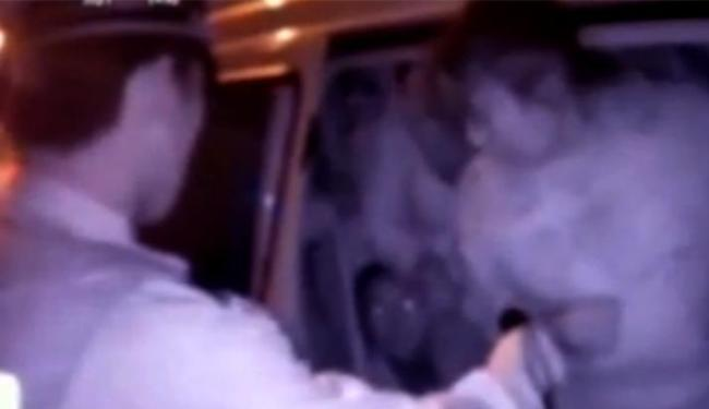 Passageiros estavam amontoados em van de seis lugares - Foto: Reprodução l YouTube