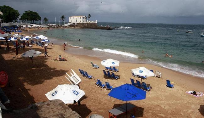 Trecho da praia do Porto da Barra não é indicado ao banho - Foto: Margarida Neide | Ag. A TARDE | 12.04.2015