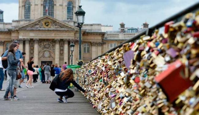 Cadeados pesam e comprometem a estrutura da ponte - Foto: Getty Images
