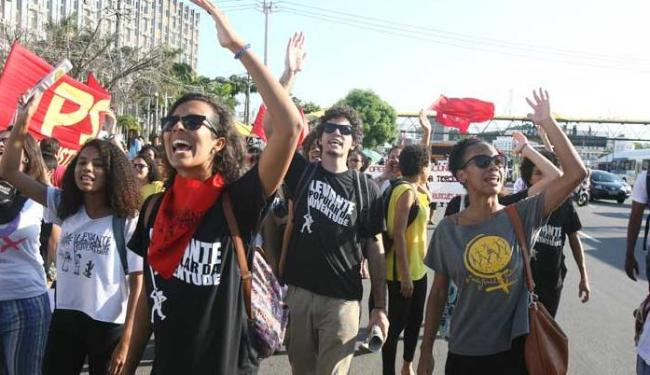 Manifestantes saíram da frente do shopping da Bahia - Foto: Lúcio Távora   Ag. A TARDE