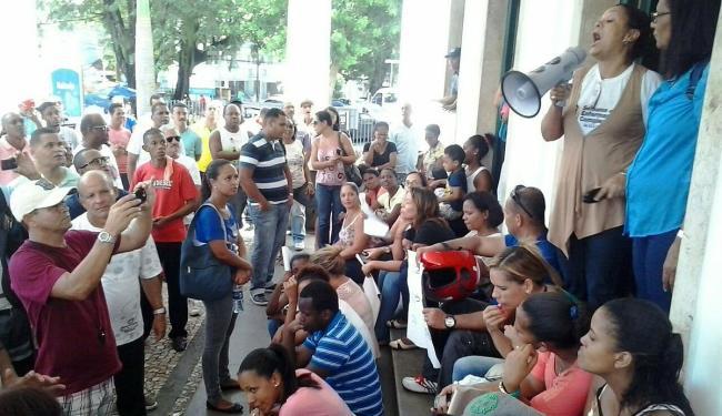 Recepcionistas e agentes de segurança estão há três meses sem receber salários - Foto: Joá Souza | Ag. A TARDE