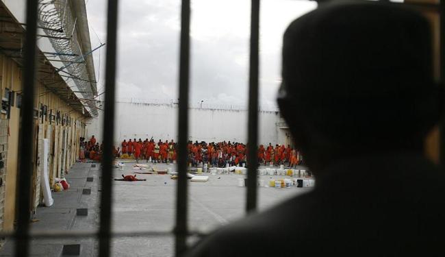 Rebelião aconteceu no pavilhão 10 do Conjunto Penal de Feira de Santana e deixou nove mortos - Foto: Luiz Tito | Ag. A TARDE