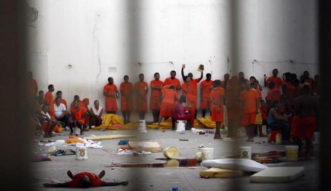Rebelião começou por volta das 14h30 deste domingo - Foto: Luiz Tito | Ag. A TARDE