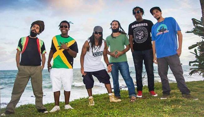 Parte dos integrantes do coletivo que promove a diversidade de estilos dentro do reggae - Foto: Divulgação