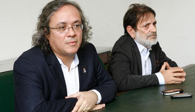 Reitor João Salles e o vice, Paulo Miguez, anunciaram ato em coletiva de imprensa - Foto: Marco Aurélio Martins | Ag. A TARDE