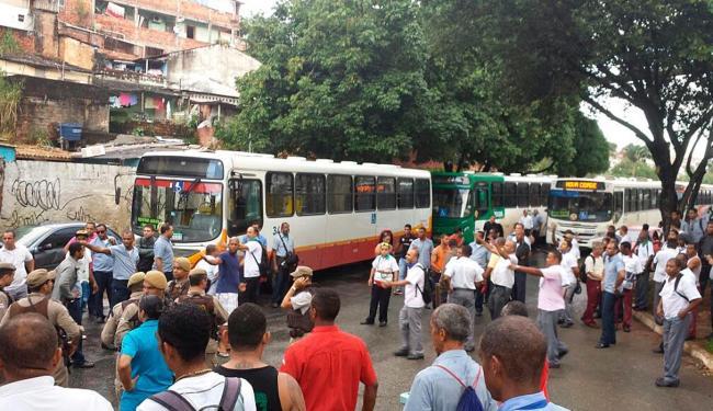 O grupo iniciou o protesto após o fim da assembleia realizada na tarde desta terça-feira, 19 - Foto: Teófilo Henrique | Ag. A TARDE