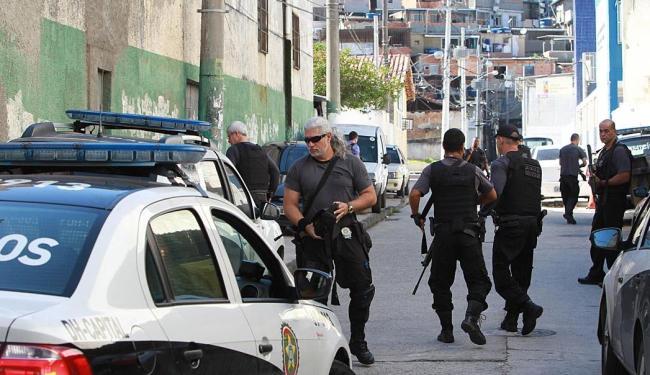 Movimentação no Morro da Coroa, no Catumbi, Centro do Rio de Janeiro, na manhã deste sábado - Foto: Carlos Moraes   Agência O Dia   Estadão Conteúdo