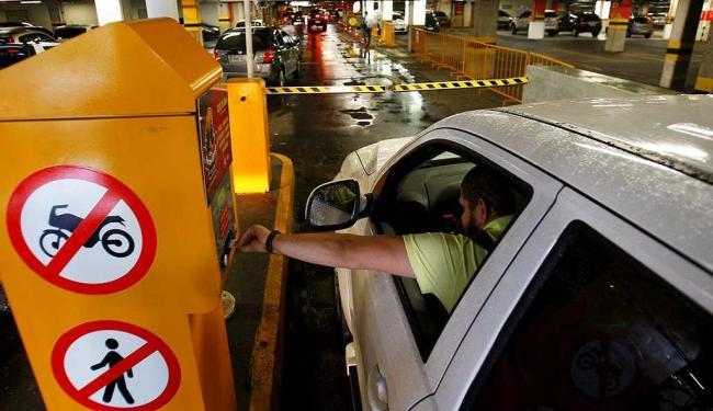 Estacionamento do Salvador Shopping: cobrança deve começar dentro de 20 dias - Foto: Eduardo Martins | Ag. A TARDE