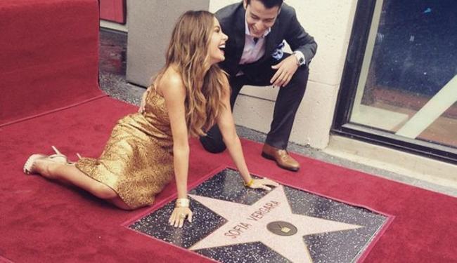 A atriz colombiana ganhou sua estrela na Calçada da Fama de Hollywood - Foto: Reprodução   Instagram