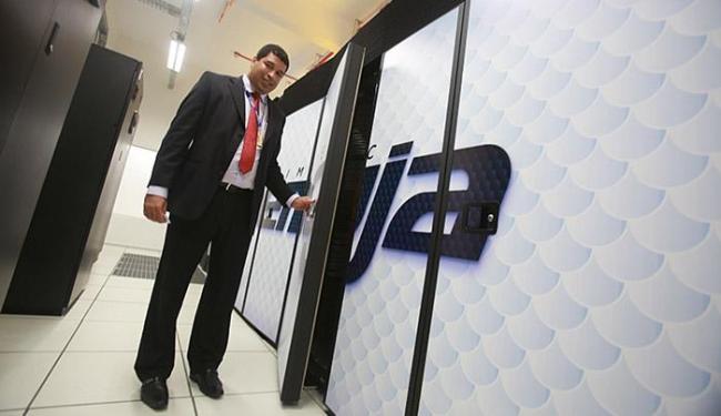 Luiz Claudio, coordenador de infraestrutura do Cimatec Yemoja, controla acesso ao supercomputador - Foto: Joá Souza l Ag. A TARDE