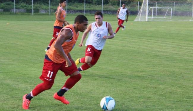 Titulares e sub-20 fizeram um coletivo no campo do Fazendão - Foto: Divulgação   E.C.Bahia