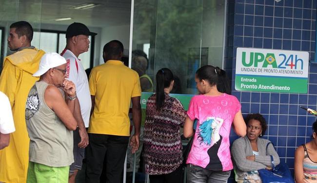 Procura por atendimento tem sido intensa nos postos de saúde - Foto: Lúcio Távora   Ag. A TARDE   15.05.2015