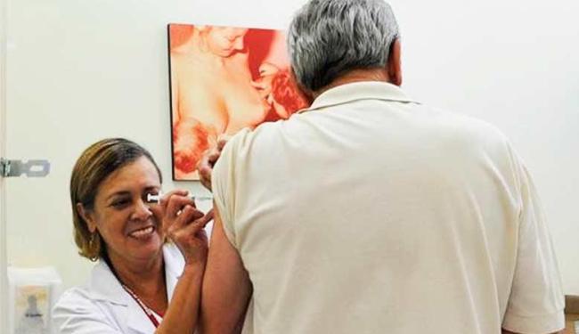 Para receber a dose, é preciso levar o cartão de vacinação e um documento de identificação - Foto: Elza Fiúza   Agência Brasil