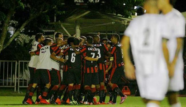Jogadores do Vitória comemoram gol contra o Bragantino - Foto: Eduardo Martins | Ag. A TARDE