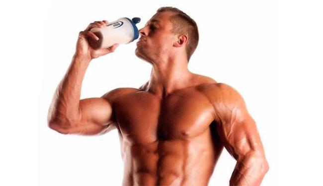 Muitas pessoas que malham tomam o Whey Protein - Foto: Divulgação