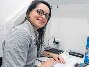 Claires estuda oito horas por dia para concurso - Foto: Mila Cordeiro   Ag. A TARDE