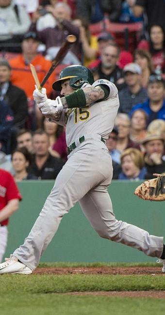 O bastão do jogador Brett Lawrie quebrou - Foto: Ag. Reuters