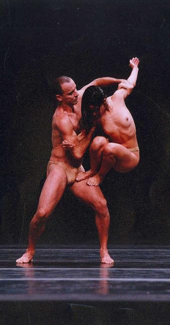 Sanctus, coreografia de Luis Arrieta, alcançou sucesso de público e crítica em diversos paises - Foto: Bel Gouvêa   Divulgação