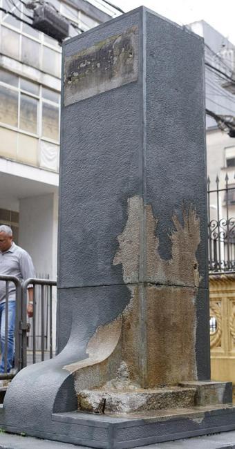 Pedestal onde ficava o busto do pe. Manuel da Nóbrega - Foto: Marco Aurélio Martins l Ag. A TARDE