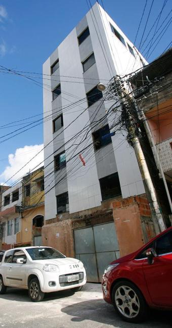 Situação crítica de prédios em Pernambués chama a atenção para a fiscalização - Foto: Joá Souza | Ag. A TARDE