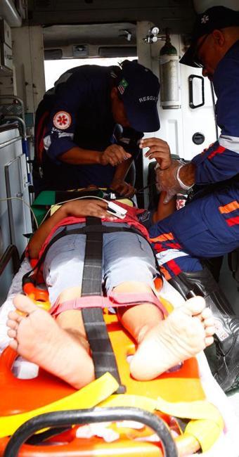 Igor, filho de Evani Pereira dos Santos, foi socorrido após desabamento de muro - Foto: Marco Aurélio Martins | Ag. A TARDE