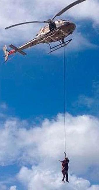 Os pescadores foram salvo por um helicóptero da Polícia Militar - Foto: Reprodção | Graer