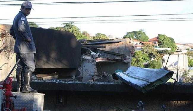 A aeronave pegou fogo e os bombeiros precisaram atuar para conter as chamas - Foto: Lucas Prates l Hoje em Dia l Estadão Conteúdo