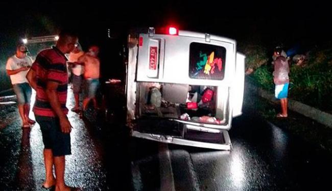 Mulher foi esmagada pelo veículo; o motorista ficou ferido - Foto: Reprodução | Site Voz da Bahia