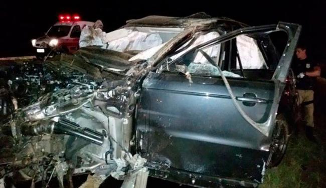 Carro onde o cantor Cristiano Araújo e a noiva estava foi destruído - Foto: Divulgação   PRF