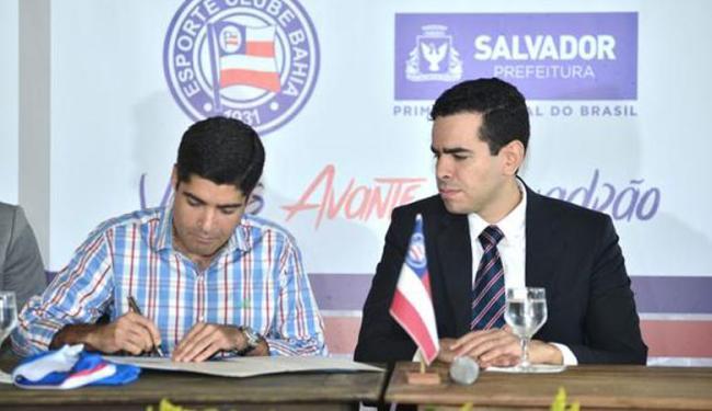 Prefeito assinou o Transcons após 3 anos de despropriação da sede de praia do Bahia - Foto: Reprodução | Twitter