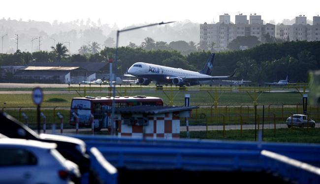 Avião seguia para Porto Seguro quando passageiro passou mal - Foto: Raul Spinassé | Ag. A TARDE