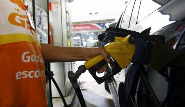 Impacto de reajuste dos preços nas refinarias depende de distribuidores e donos de postos - Foto: Joá Souza | Ag. A TARDE