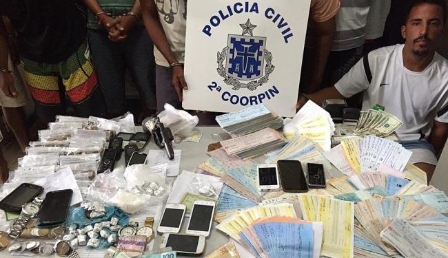 Foram apreendidos veículos, armas, drogas e uma quantia de R$ 7 mil em dinheiro - Foto: Divulgação   Polícia Civil