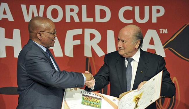 Jornal sul-africano garante que suborno foi planejado pelo presidente da Fifa - Foto: Elmond Jiyane l EFE