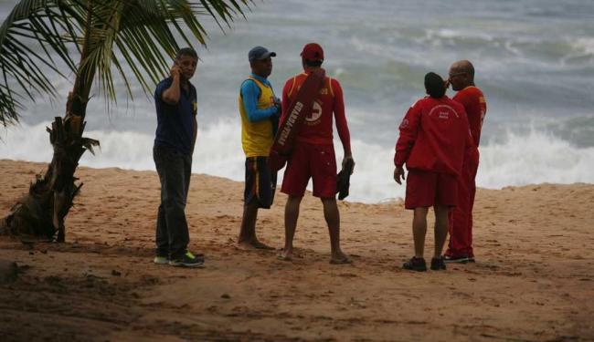 Corpo de Bombeiros realizaram buscas na praia que o turista se afogou - Foto: Joa Souza | Ag. A TARDE